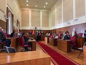 reunión en el salón de plenos entre alcalde y vecinos de las barriadas de Fermesa y Recreo San Pedro