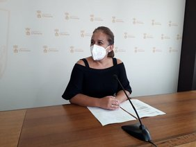 Ana González Bueno, delegada municipal de Playas en sala de prensa