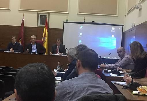 Imagen de la junta rectoral del parque natural Bahía de Cádiz, en el Salón de Plenos