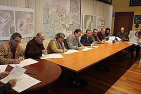 Firma de los convenios de alimentos navideños en Alcaldía