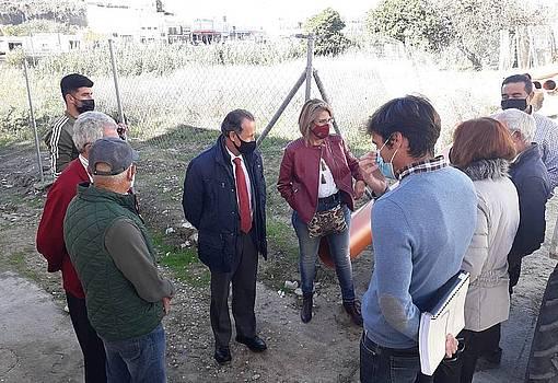 el alcalde y delegadas visitando las obras de las calles Rubí  y Granate