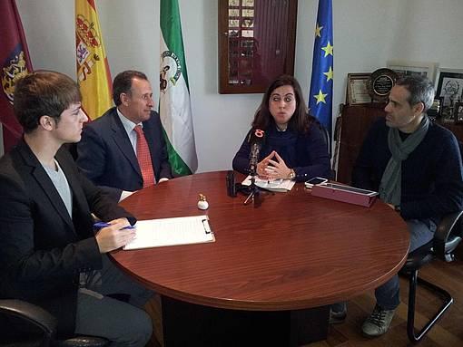 Momento del encuentro entre José María Román y Mila Gordillo.