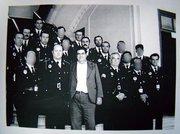 La plantilla de la Policía Municipal en la escalera de acceso al Salón de Plenos de la casa consistorial en el año 1978.