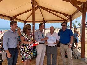 Modulo de Cruz Roja en La Barrosa, galardón Playa Inclusiva