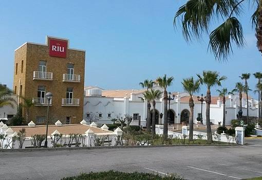 Fachada del hotel Riu Chiclana