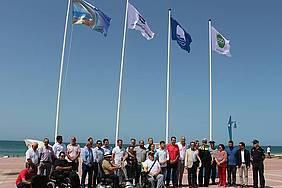 Foto tras la izada de banderas