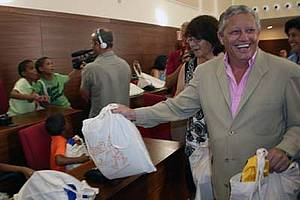 El Alcalde da la bienvenida a 40 menores Saharauis.