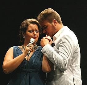 Ana Crisitna Benítez y Raúl Aragón