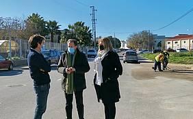 el alcalde y la delegada de obras visitan las obras finalizadas en La Longuera junto al tecnico de la delgación