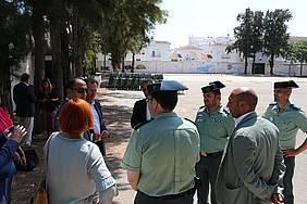 Visita del alcalde y el delegado de Gobierno a la Caseta Municipal junto a los responsable de la Guardia Civil en Chiclana