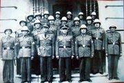 Cuerpo de la Policía Municipal en la puerta de la Casa Consistorial en el año 1943.