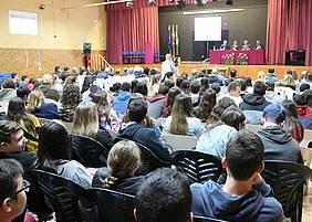 Acto con motivo del 50 aniversario del IES Poeta García Gutiérrez en el salón de actos del centro