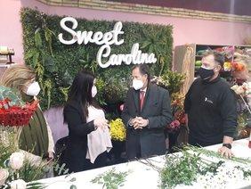 el alcalde y la delegada de Fomento en la tienda Sweet Carolina