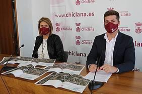 Mari Angeles Martinez Rico y José Alberto Cruz en sala de prensa