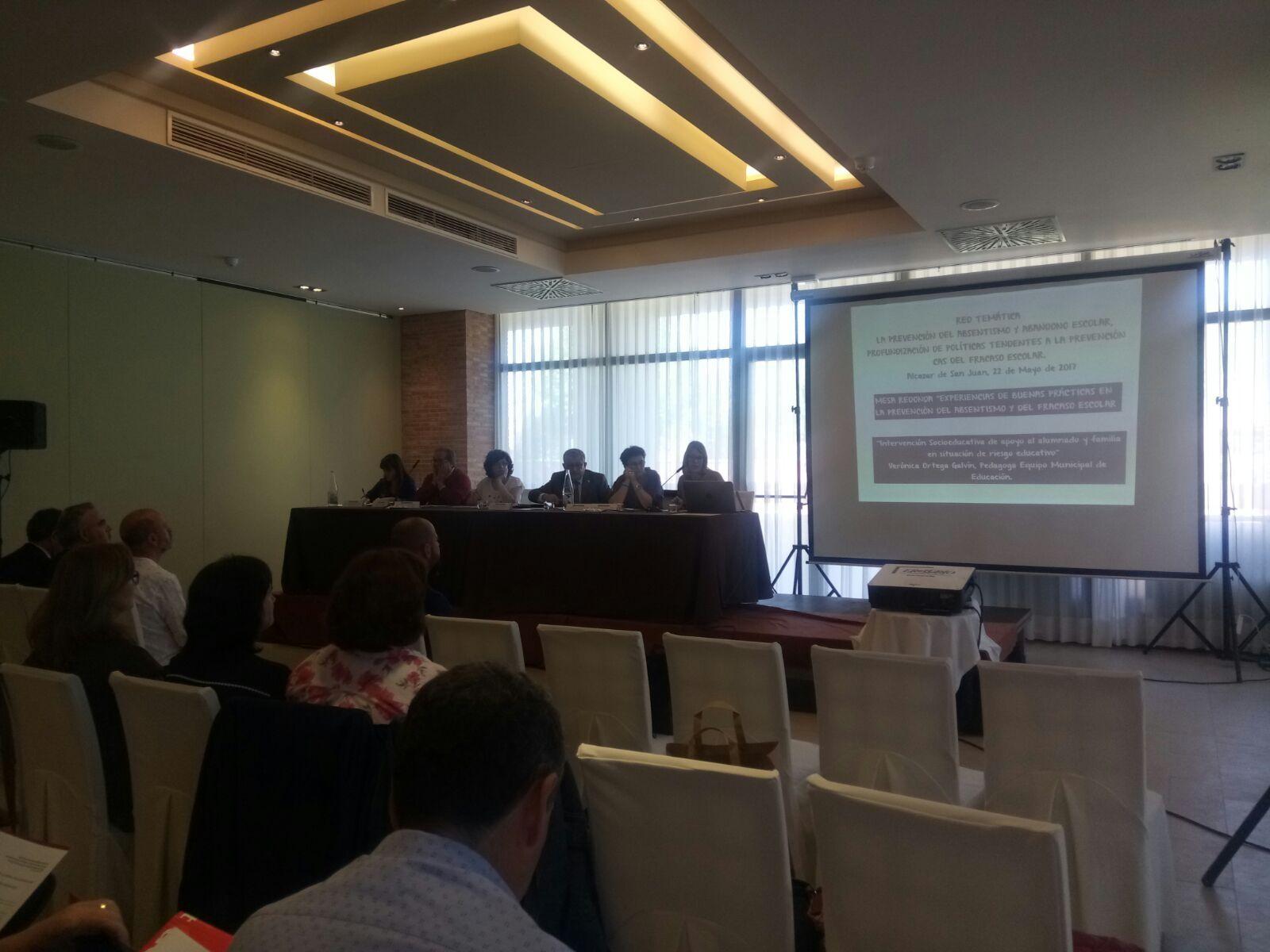 Un instante de la charla de las técnicos de Educación en Alcázar de San Juan