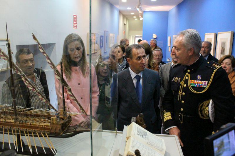 Momento de la inauguración de la exposición.