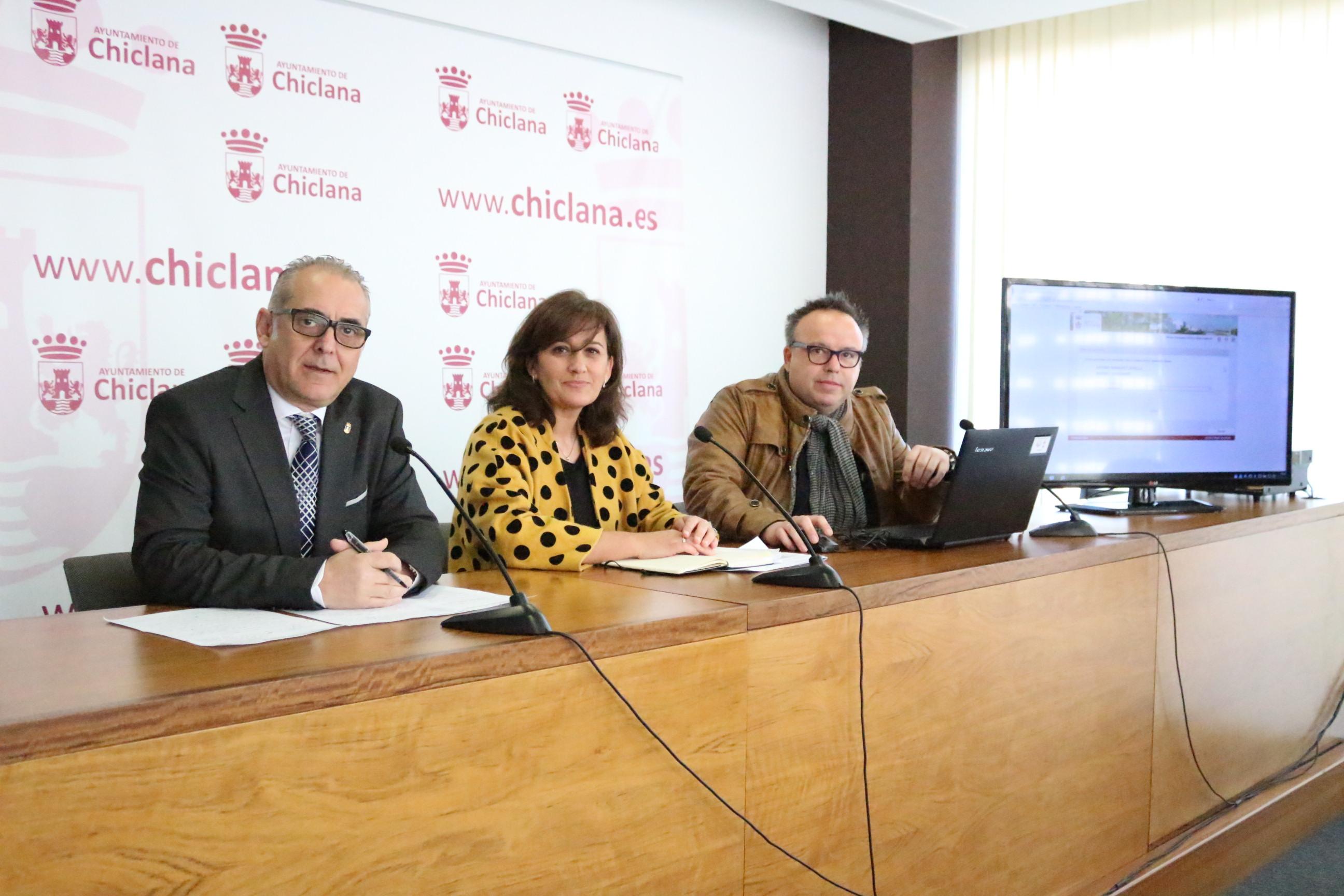 Joaquín Páez y Ana González en rueda de prensa junto al responsable del SOC, Arturo Bermúdez