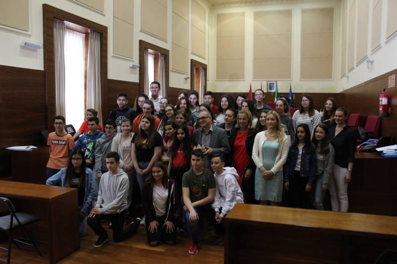 Foto de grupo, en la que aparece Joaquín Páez junto a los estudiantes de intercambio y profesores