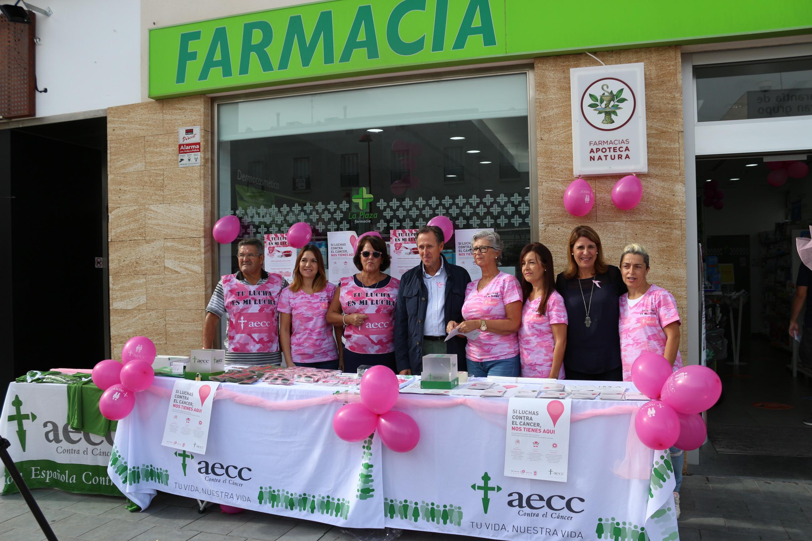 El alcalde y la delegada municipal de Salud junto a las voluntarias de la Asociación Española Contra el Cáncer de Chiclana