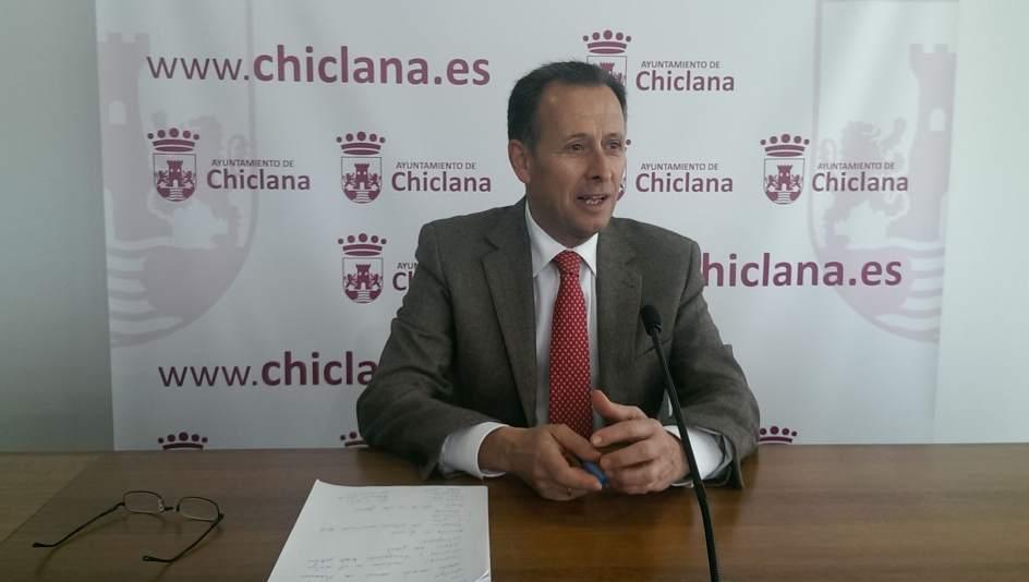 Imagen de archivo del alcalde en rueda de prensa