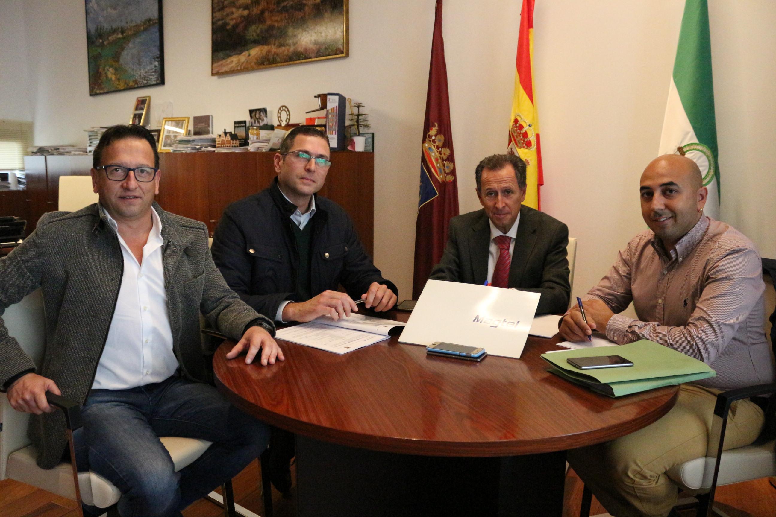 El alcalde y el delegado de Fomento reunidos con representantes de Magtel