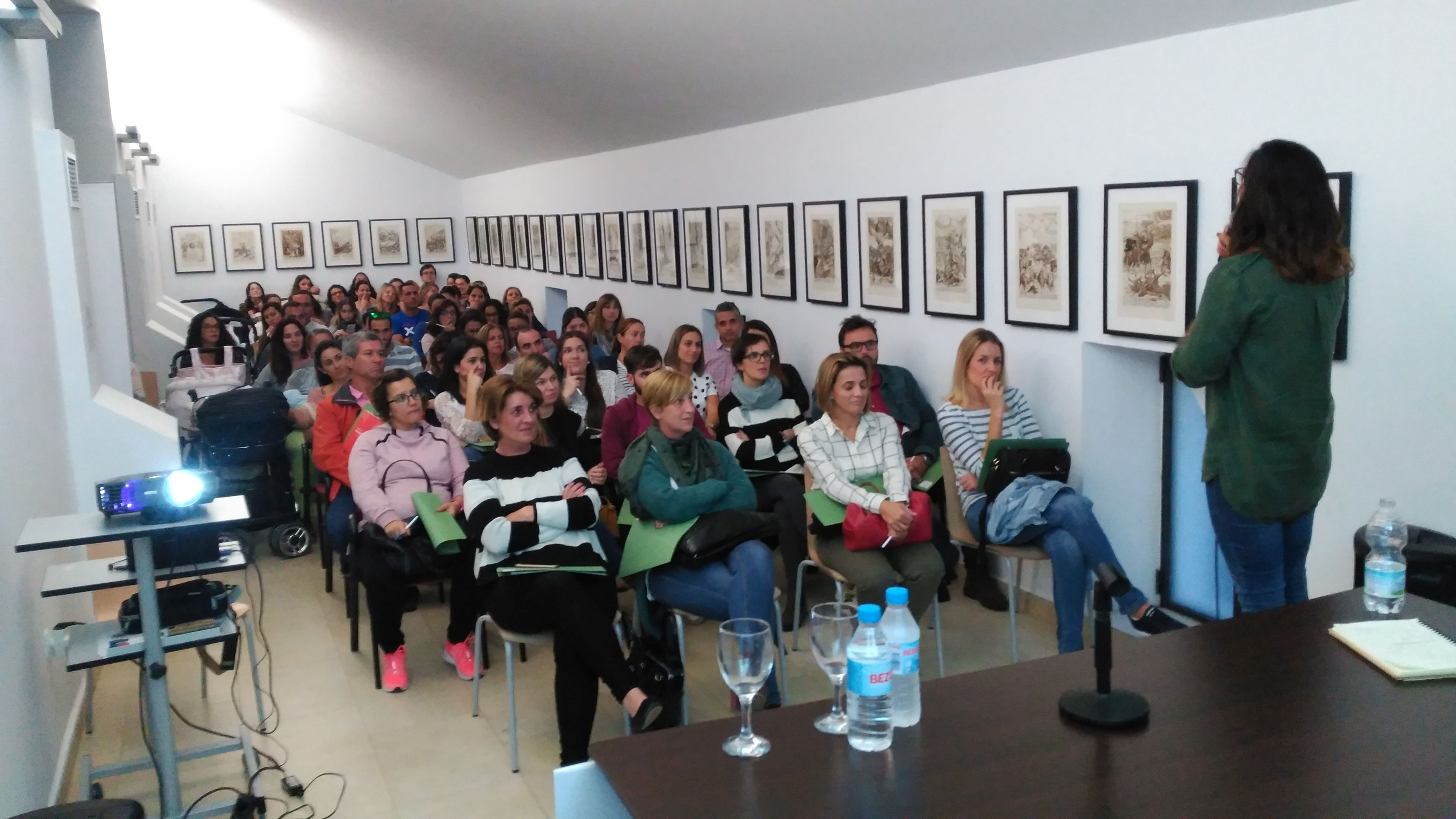 Una de las charlas en el salón de actos del Museo de Chiclana