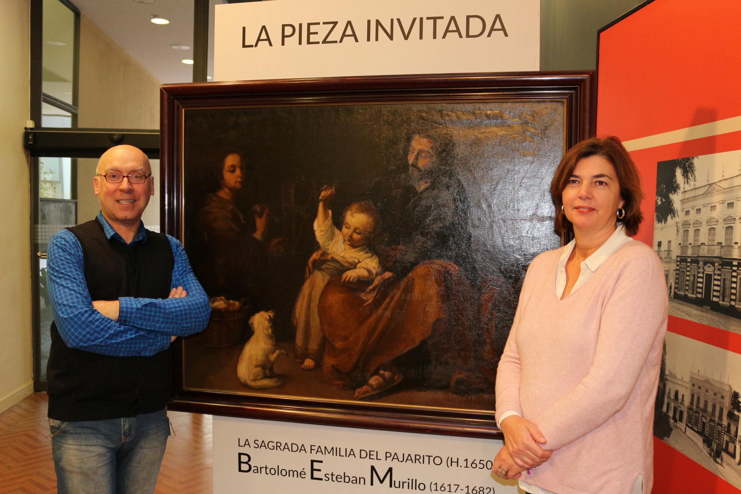 Pepa Vela y Jesús Romero junto al cuadro